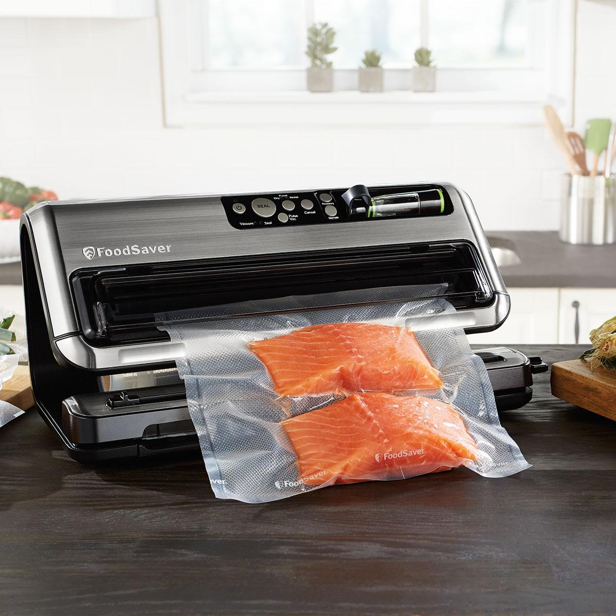 The Foodsaver 174 Fm5400 2 In 1 Food Preservation System